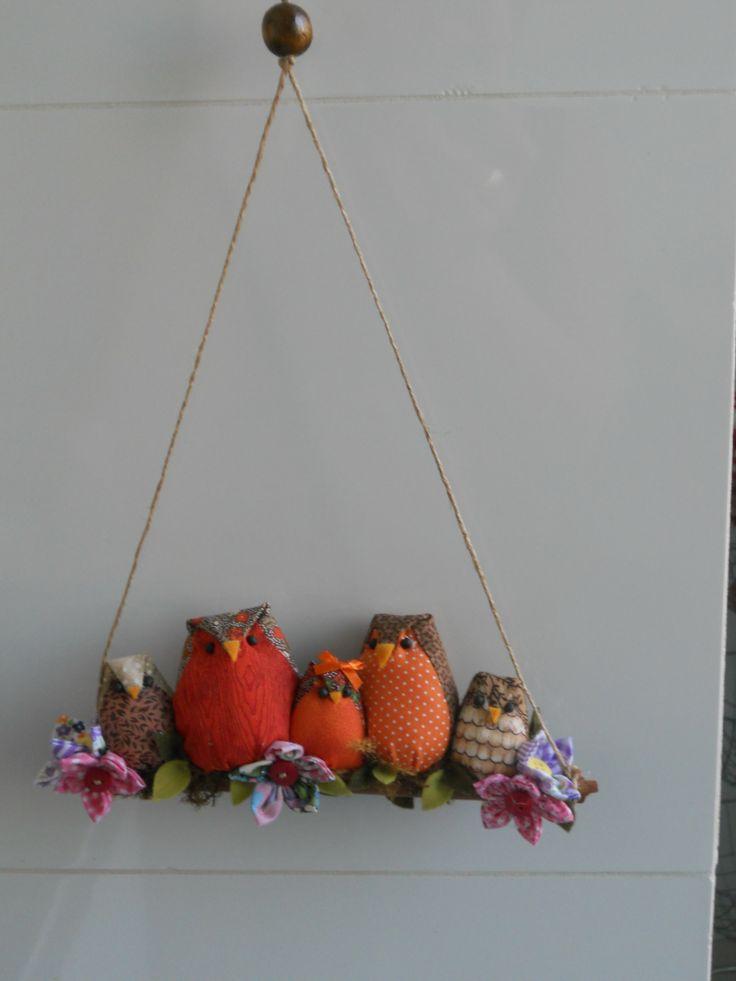 famille hibou sur une branche