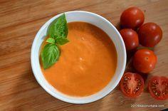 Sos de rosii cu usturoi si smantana. Un sos acrisor, cremos si gustos, potrivit pentru chiftele, carnuri sau legume la gratar, fripturi sau paste. O reteta