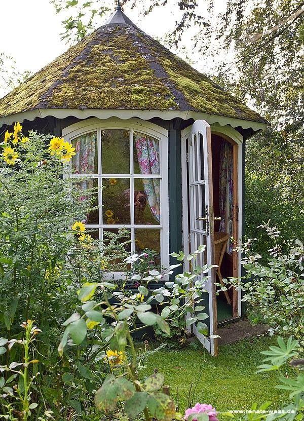 Darling garden house!