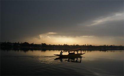 kashmir honeymoon package :Kashmir.co provides luxurious and agreeable Kashmir honeymoon packages.  For more detail  and information regarding travel package visit www.kashmir.co