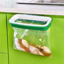Meilleur prix couleur aléatoire suspendus poubelle sac poubelle support en Rack des ordures armoires armoire de rangement suspension 21.5 x 12.2 x 3.3 cm(China (Mainland))