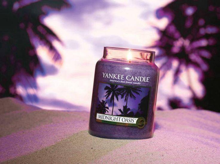 Dröm dig bort med Yankee Candles nya doft Midnight Oasis! Finns i limited edition.  Som en stilla havsbris om natten blandas citrus och varm sandelträ. #yankeecandle  #ss14  #midnightoasis #vårnyhet  Läs mer på www.yankeecandle.se