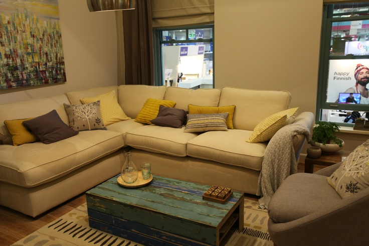 Rustic Living Room With Teal Yellow And Dusky Brown Ghetto Rustic Pinterest