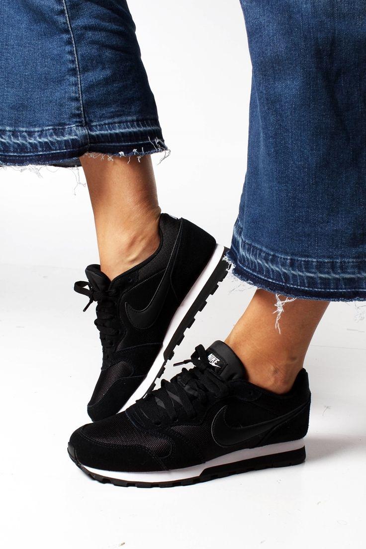 Bilde av Nike Women's Md Runner 2 Black 600nok