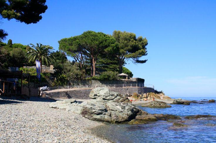"""Region de Bastia - San-Martino-di-Lota -  Plage de Pietranera (Petra Negra) qui veut dire """"Pierre Noire"""", est le bourg le plus peuplé de la commune. C'est un faubourg de Bastia, distant de 3 km. Au cœur du bourg, se trouve l'église Santa Divota, fêtée le 27 janvier."""