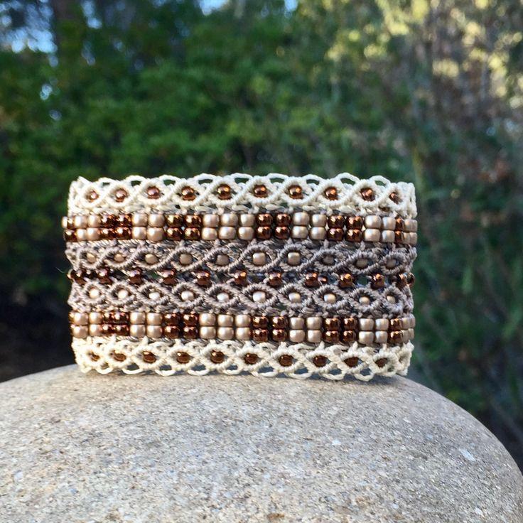 Le tropézien XL : bracelet bohème beige et écru pour femme en micro-macramé création exclusive MIA PROVENCE, hippie chic, fantaisie chic