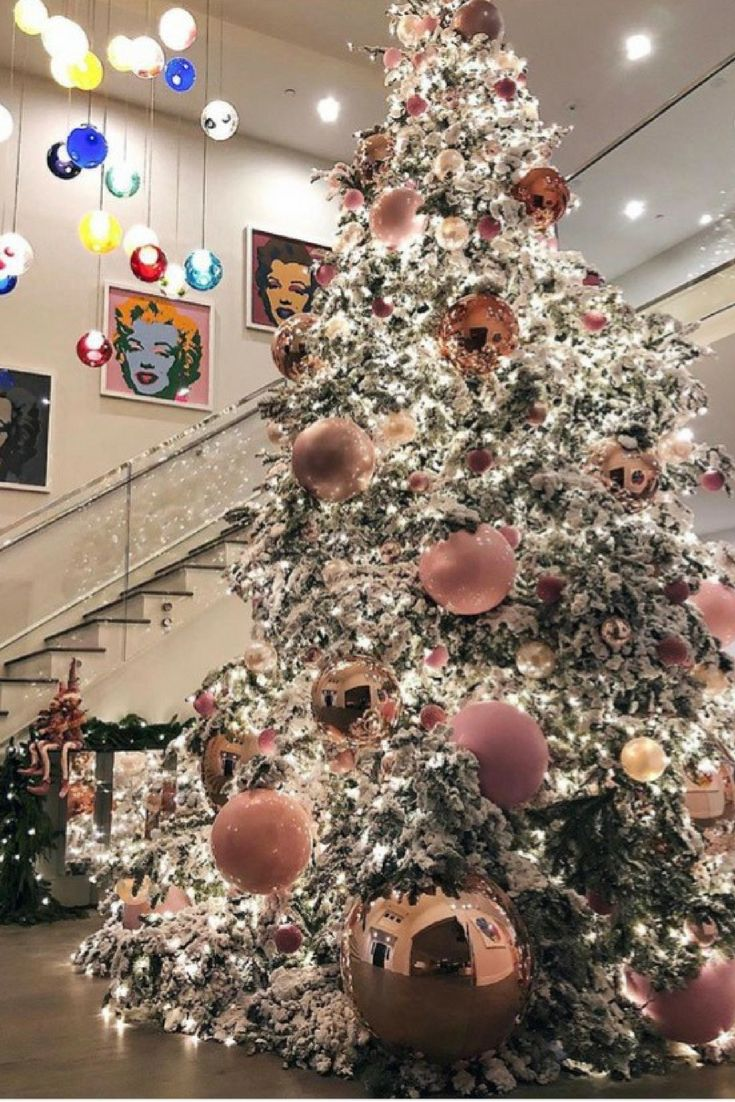 Obsessed with big ChristmasTree Ornaments . @Kylie Jenner and @jeffleatham nailed it. Homedecor ChristmasDecorations ChristmasDecor Pinkornaments BigOrnaments Home decor ideas