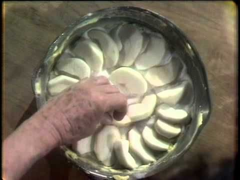 ▶ Julia Child The French Chef- Apple Dessert - YouTube