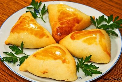 Flavors of Brazil: RECIPE - Esfiha with Ground Meat Stuffing (Esfiha com Recheio de Carne Moída)