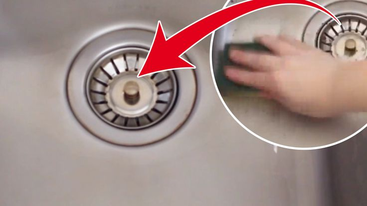 Enket och snabbt sätt att göra rent diskhon. Allt du behöver är en tvättsvamp och bakpulver. Så blir diskohon skinande ren.