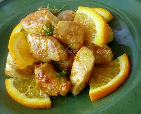 Bocconcini di pollo all'arancia e rosmarino (Chunks of chicken with orange and rosemary)