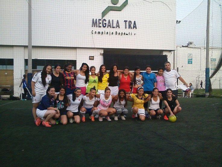 #Futbol femenino todas las edades en nuestro complejo deportivo #soccer #calicolombia #santiagodecali #football #megalasstra #woman #fit #fitness