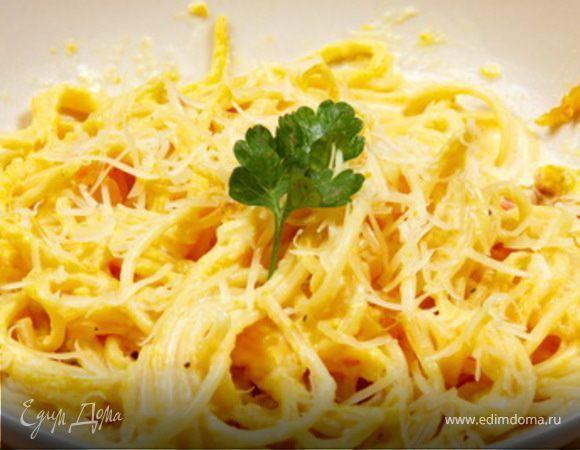 Спагетти с сыром и чесноком. Ингредиенты: спагетти, сыр, чеснок