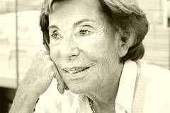 """Benoîte Groult -  französische Schriftstellerin und Feministin, die mit ihrem Bestseller-Roman """"Salz auf unserer Haut"""" (1988, 1992 verfilmt) weltberühmt wurde und sich in vielen ihrer Werke mit der Geschichte des Feminismus beschäftigte. Sie wurde am 31. Januar 1920 in Paris geboren und starb in diesem Jahr mit 96 Jahren am 20. Juni 2016 in Hyères. – Quelle: http://geboren.am/person/benoite-groult"""