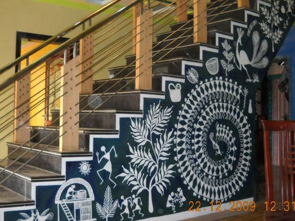 warli art for home.Warli folk paintings are the painting of Maharashtra. Warli is the name of the largest tribe found on the northern outskirts of Mumbai, in Western India