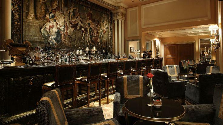 Μπαράκια στην Αθήνα βραβεύτηκε από το περιοδικό Forbes ως το καλύτερο μπαρ ξενοδοχείου στον κόσμο.