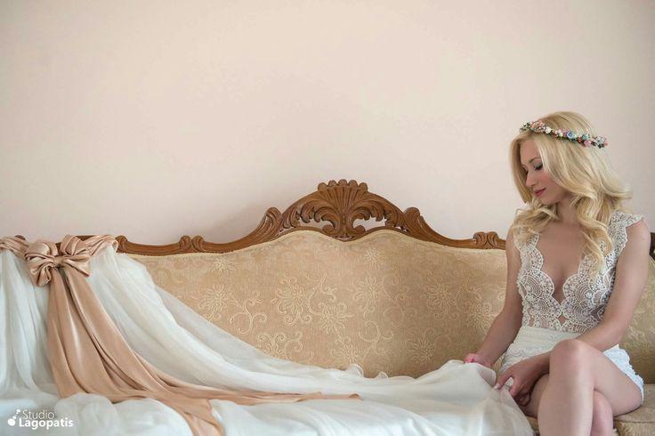 #gettingready #bridepreparation #beautifulbride #bride #vintagemood #amazingbride #wedding #summer2017 #weddingdress www.lagopatis.gr