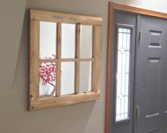 Mooie rustieke vier-lite venster spiegel!  Gemaakt van noordelijke witte cederhout.  White cedar schors grenst aan de buiten rand van de spiegel.  Verzegeld en afgewerkt met een duidelijke jas lak.  Komt uitgerust met montage-onderdelen en klaar om op te hangen.  De spiegel is; 26 hoogte van 21-inch breed