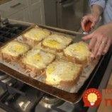 Toto som len raz skúsila namiesto klasického chlebíka vo vajíčku a odvtedy moji chlapi nič iné nechcú: Žiadne obaľovanie, špinavý riad a chuť je ešte lepšia!