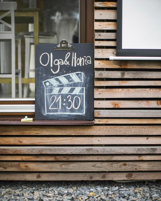 Use a chalkboard clipboard to leave messages for guests
