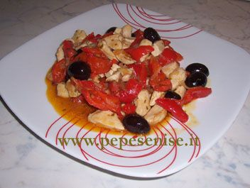CHICKEN WITH PEPPERS AND OLIVE