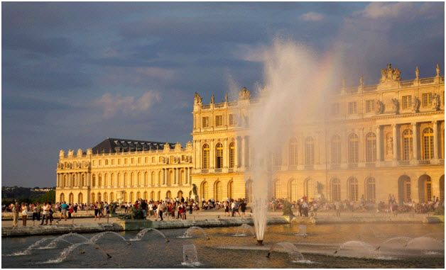 """From the panoramic view of mountains & bridges to its outdoor cafes, Paris, """"The heart of the Ile-de-France"""" is the ideal setting for a luscious romantic escape www.letstravelfriends.com"""