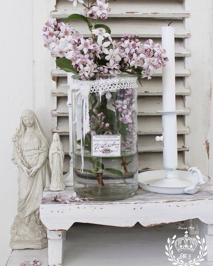 Følg med på bloggen og lav selv sommerens vaser #hosvillafryd #fryd #blogger #nytindlæg #indlæg #nytindlægpåbloggen #homemade #diy #ide #dronningebusk #blomster #flowers #vaser #henkogningsglas #dream #stilleben #sommer #sol #summer #sun #nordisk #svensklandstil #shabbychic