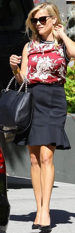 Who made Reese Witherspoon's black handbag, patent pumps, gold jewelry, and red floral print top?