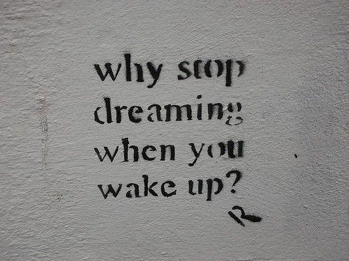 """"""" 目が覚めた時、どうして夢を見るのをやめるの? """""""