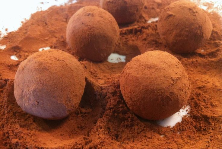 Walnut and biscuit Christmas Chocolate Truffles Christmas dessert recipe! Impress your guests this Christmas holidays with these little bites of chocolaty heaven!