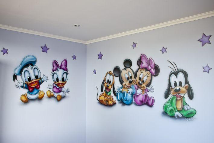 Vrolijke R-BRUSH baby muurschildering in de kinderkamer...