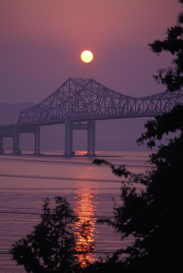✮ Tappen Zee Bridge at sunset over the Hudson River in Tarrytown, New York