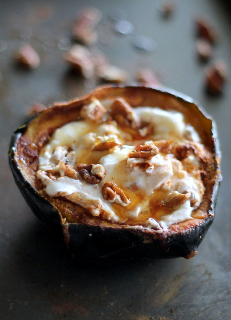 Warm cinnamon sweet acorn squash paired with creamy cool greek yogurt, a drizzle of honey and some crunchy pecans