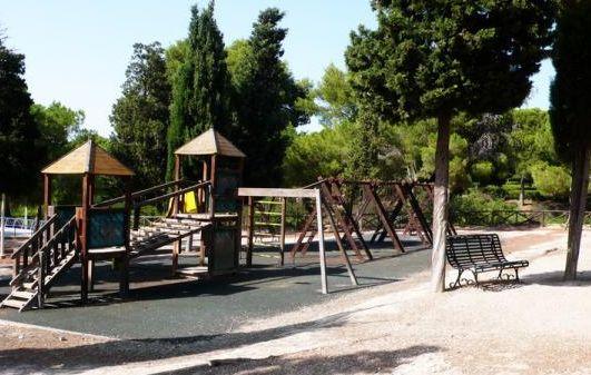 Scorcio dell'area giochi all'interno del Parco di Monte Urpinu