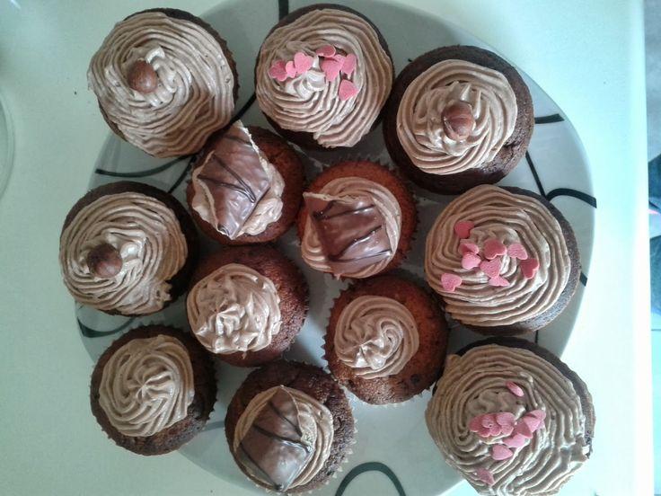 Miss Pixie's Blog: Cupcake experimenten: Kinder Bueno cupcakes met Nutella-mascarpone topping