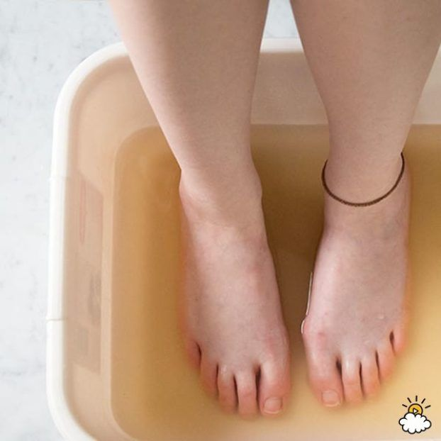 She puts her feet in apple cider vinegar – causing an amazing change.