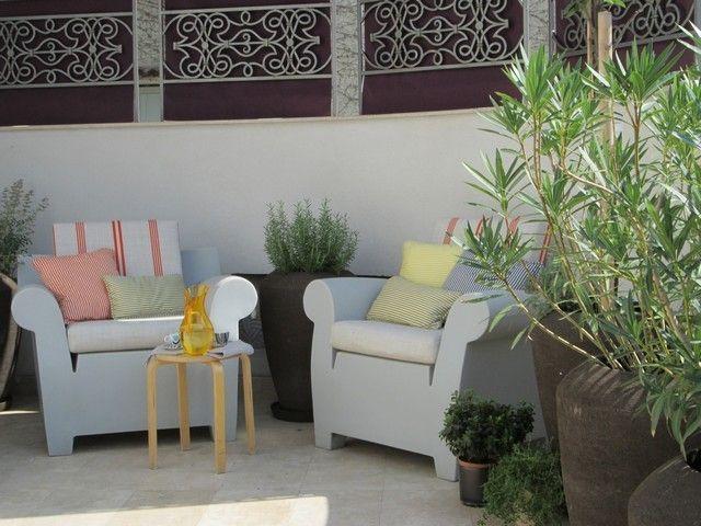 #PascalDelmotte #interiordesign #design #decorating #residentialdesign #homedecor #colors #decor #designidea #terrace #chairs #pillows #decanter #coffeetable