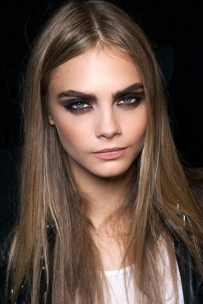 Cara Delevigne knows how to do the perfect smokey bronze eye #makeupmind…