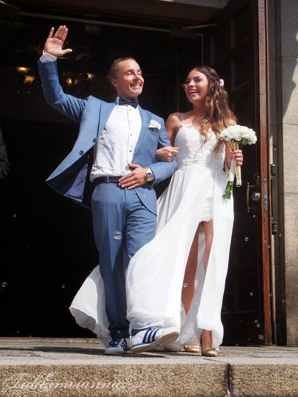 Ivory chiffon and lace weddingdress: Heidi Tuisku/Atelje Tuhkimotarina, august 2014