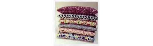 Nowość w ofercie: Bed Pillow czyli płaskie, bawełniane poduszeczki od La Millou. Duże Poduszki Bed Pillow 40cm x 60cm posłużą dzieciom jak i dorosłym. Kolorowe wzory, bawełna najwyższej jakości, więcej na stronie
