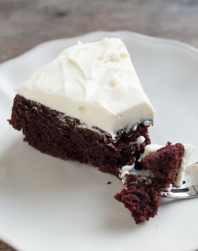 Guinness Chocolate Cake Recipe with Creamy White Frosting from www.inspiredtaste.net #cake #chocolate