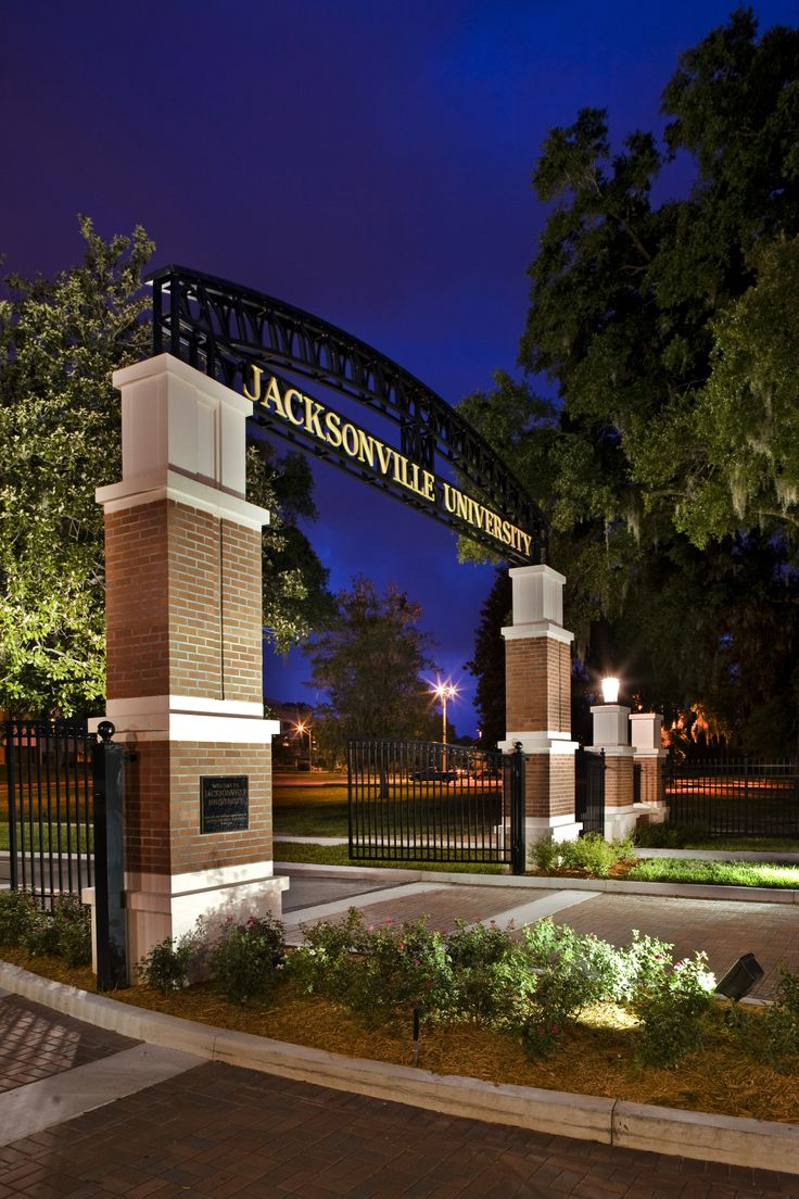 Jacksonville University Campus Entrance - Dasher Hurst Architects