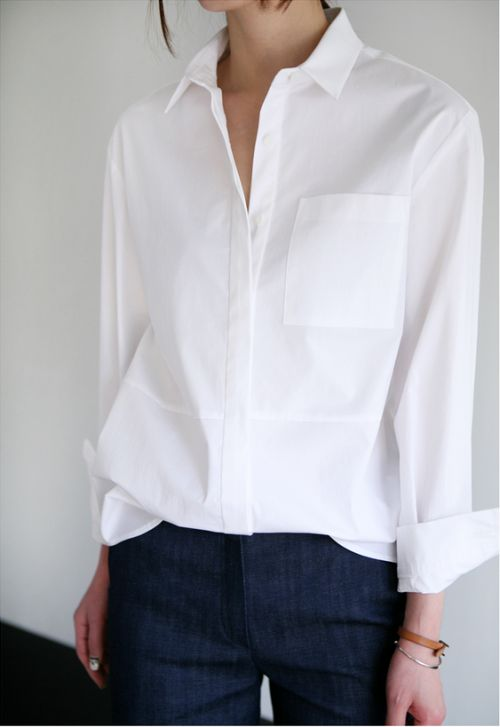 Although this looks like a classic white shirt it is not as fitted as you would imagine a classic shirt to be. By giving the shirt slightly more movement the stylist has modernised the look.