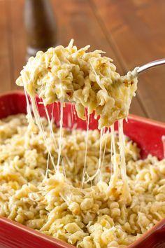 Voici la recette traditionnelle des spaetzles au fromage de Grand-mère Maria. Celle-ci m'a été transmise par son petit-fils. Un délice, que dire de plus.