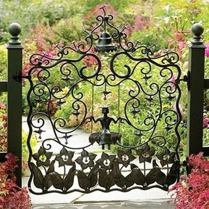 gorgeous gate: Secret Gardens, Gardens Design Ideas, Irons Gardens Gates, Modern Gardens Design, Interiors Design, Mackenzie Child, Irons Gates, Wrought Irons, Interiors Gardens