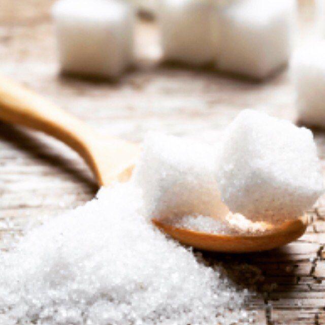 2016/11/22 22:41:33 sho_ichiro_ 【体に優しい食材】 . みなさんが当たり前に使っている白砂糖は体に悪いということをご存知でしょうか? . 料理、飲み物、デザートにも当たり前に使われる白砂糖。 . 気にしている方はほとんどいないと思いますが . 白砂糖は精製過程で様々な薬剤 を使用しており、とことん精製化し製造されます。 . その過程で、大切なミネラル、ビタミンなどが奪われます。 . つまり白砂糖は食品ではなく、自然界には絶対に存在しない有害な食品添加物であることなのです . 白い食品というと色々ありますが、自然界で白い食品は意外なほど少なく、真っ白と言えるほど白いものは、ほとんどありません。 . 真っ白いものは、ほとんど人工的に精製され漂白されたものです。 . 白砂糖やグラニュー糖など精製された砂糖は消化吸収と消耗が早いので、血糖値が急激に上がったり下がったりします。 . 白砂糖を摂り過ぎると感情コントロールがしづらくなり、血糖値 が上がり糖尿病のリスクが高まります。 . ガーーーーーーーーン! めっちゃ摂取してるし!!! . と、思ったあなた…