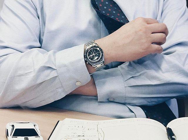 "REPOST!!!  Omega Speedmaster Moonwatch ""Apollo 15"" 40th anniversary.  Cost: £4,500 (est) . . . . . #spotterofluxury #watchspotting #rolex #wristgame #mercedes #watchspotter #carspotting #shoespotting #submariner #luxury #lifestyle #cars #carsofinstagram #"