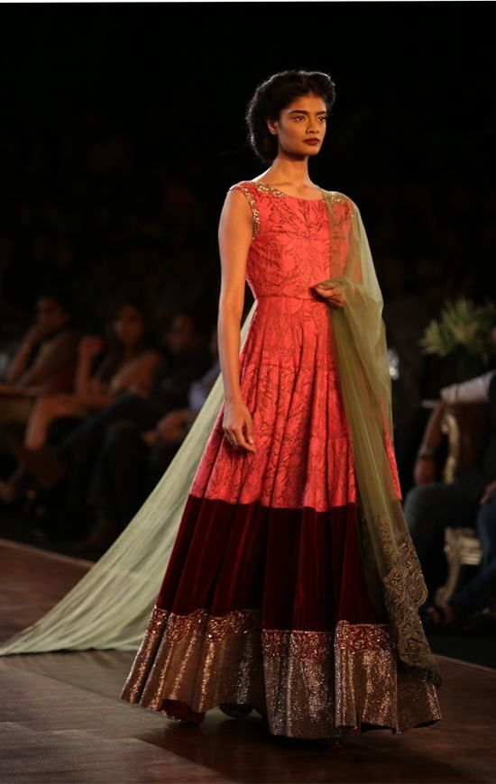 Manish Malhotra collection at the grand finale of Delhi Couture Week pays homage to the 1930s, an era celebrating opulence | WeddingSutra Editor's Blog