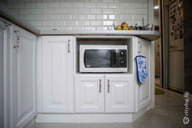 Нижний кухонный шкаф с полкой для микроволновки