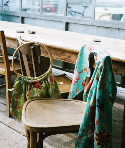 La Fiancée du Mékong. beautiful fabrics :)